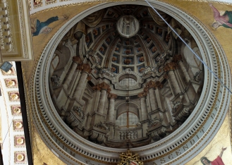 This church in Gozo does not have a domed roof! It is just an ancient optical illusion.