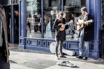 This is where the busking takes place at the beginning of the film 'Once'