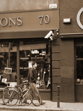 """This is the shop that guy and girl play """"Falling Slowly"""" in the film 'Once'"""